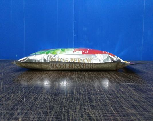 5kg Laminated 3 Side Seal Bag with Plastic Handle 1.jpg